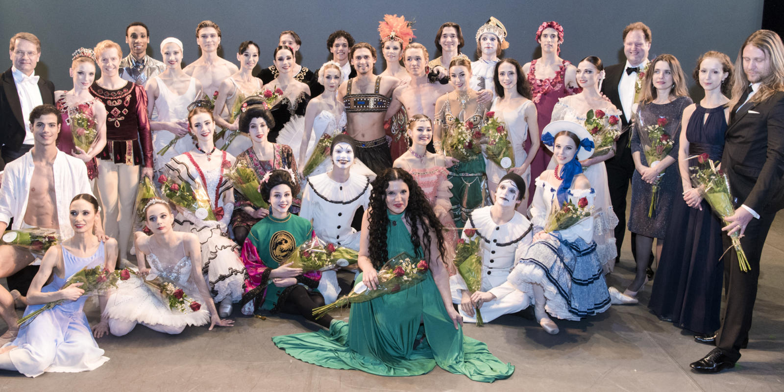 Performers from the Russian Ballet Icons Gala 2017 pose for a company photograph