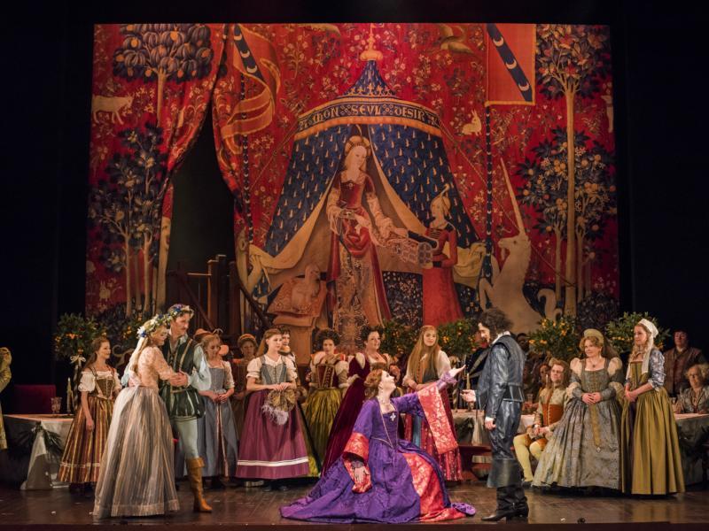 Quirijn de Lang as Petruchio and Stephanie Corley as Kate with ensemble